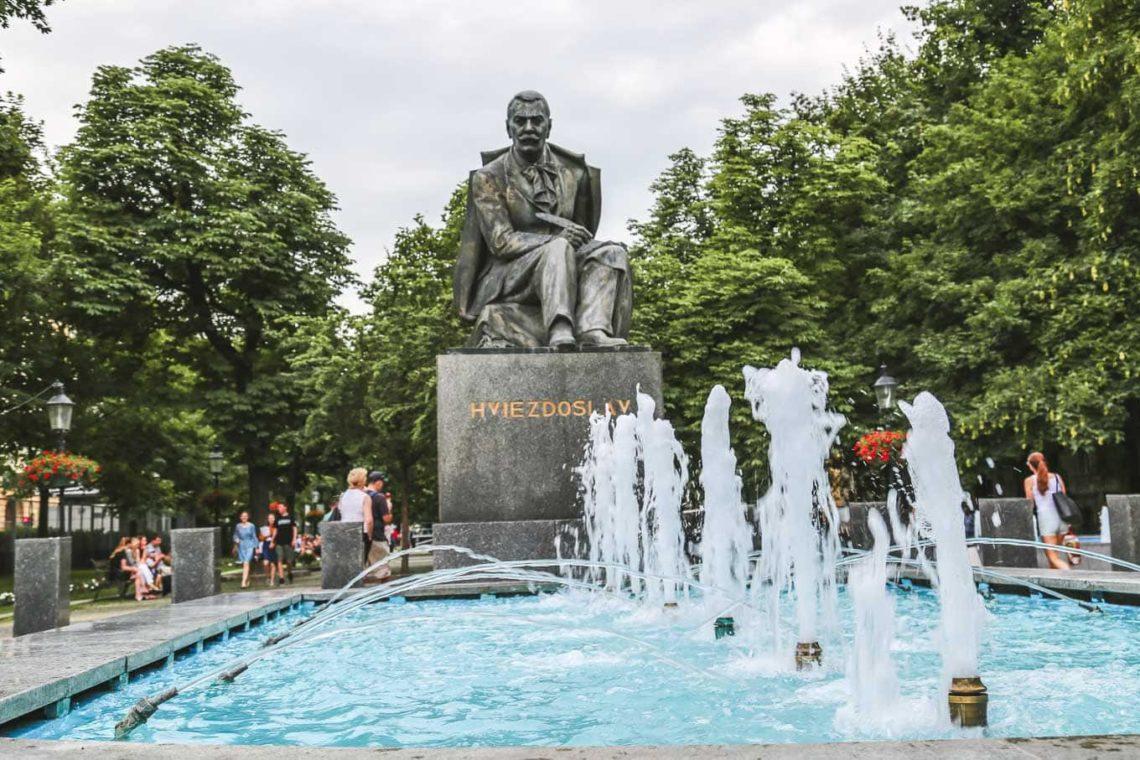 HVIEZDOSLAVOVO SQUARE fountain